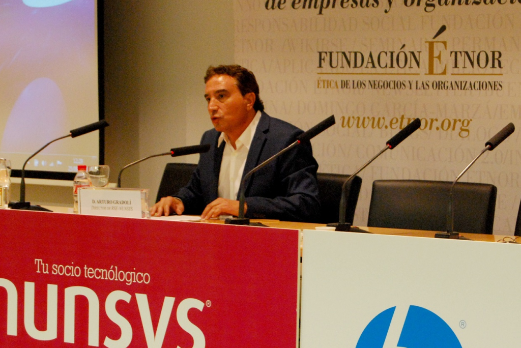 arturo gradoli ponencia 1024x684 Resumen del I Encuentro Empresarial de Ética y RSE de Valencia