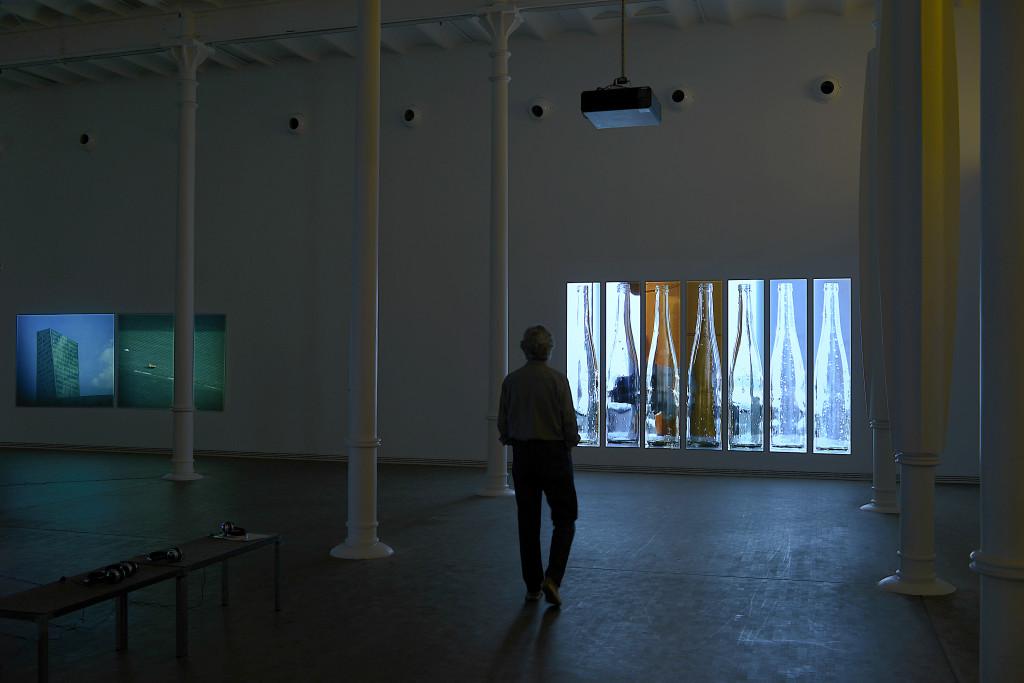 """Foto1 de soluciones de Audiovisuales Nunsys en la Exposición de Harun Farocki """"Empatía"""" en la Fundación Antoni Tapies de Barcelona"""
