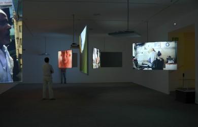 Foto3 de soluciones de Audiovisuales Nunsys en la Exposición de Harun Farocki