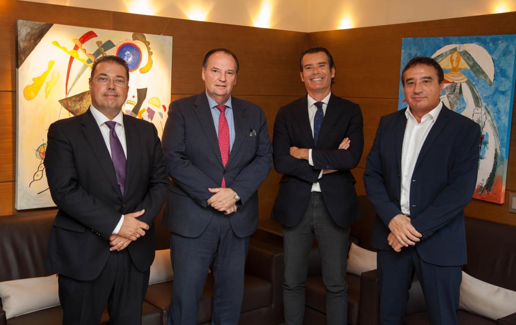 De izqda. a dcha. el director de ventas Nunsys, Antonio Reinón, acompaña al presidente de Cámara Valencia, José Vicente Morata junto al Presidente y director general de la empresa Nunsys, Paco Gavilán y el director de RSE Nunsys, Arturo Gradolí.